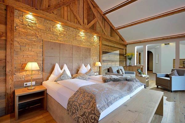 Schlafzimmer | Stein Wandverkleidung Castillo gold 224