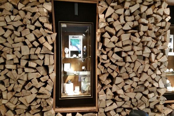 Holzstapel Wandgestaltung