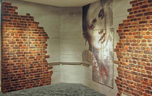 Wandverkleidung mit Steinpaneele in Ziegel- und Sichtbeton Optik
