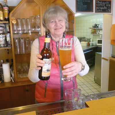 ... auf ein alkoholfreies Weizen mit  Wirtin Rita!