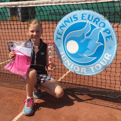 August 2015: Erste Turnierteile auf der Tennis Europe Tour GS12 in Oetwil a. S. ZH