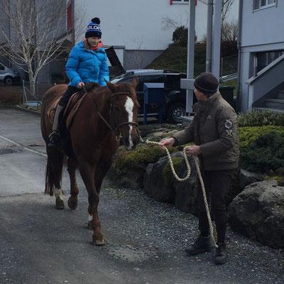April 2015: Spaziergang mit Melanie Molitor und ihrem Pferd in Bennau SZ