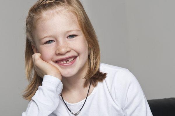 November 2012: Portrait mit Zahnlücke