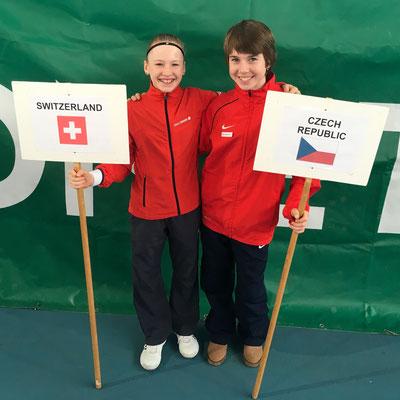 Februar 2018: Mit Linda Noskova (CZ) bei der Opening Ceremonie an den Tennis Europe Team-EM Finals U14 in Rakovnik, Tschechien