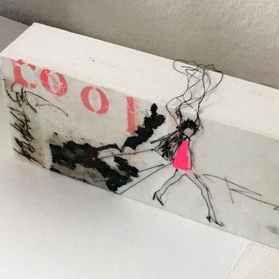 "Titel ""SO COOL"" - Mischtechnik, Wachs, genäht auf Holzkörper"