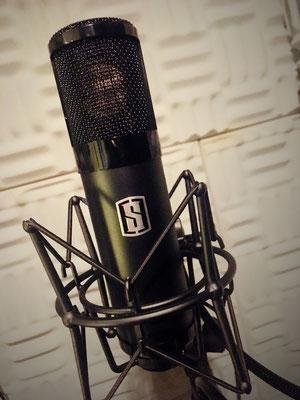 """Micro  (chant) et préamp """"VMS one""""  de Slate digital ultra linéaire avec choix de modélisations"""