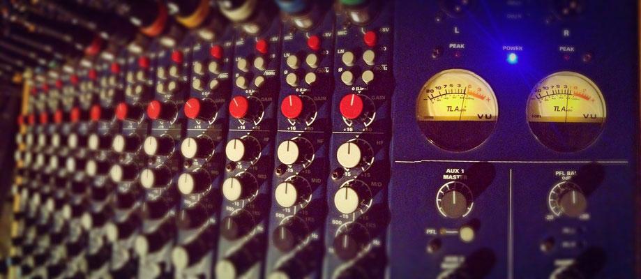talble de mixage TLA tout lampes pour un gros son rock!