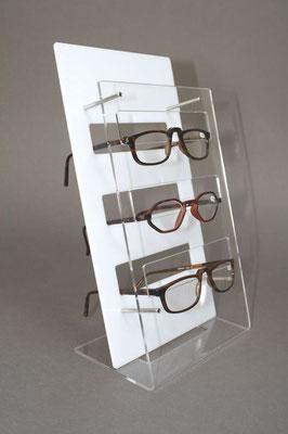 Eleganter Brillenständer acryl zur brillenpräsentation.
