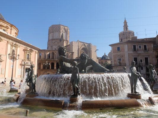 Fontäne Brunnen Plaza de la Virgen Altstadt