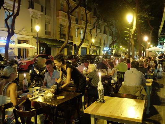 Bar Terrasse Abends Tapastour Essen