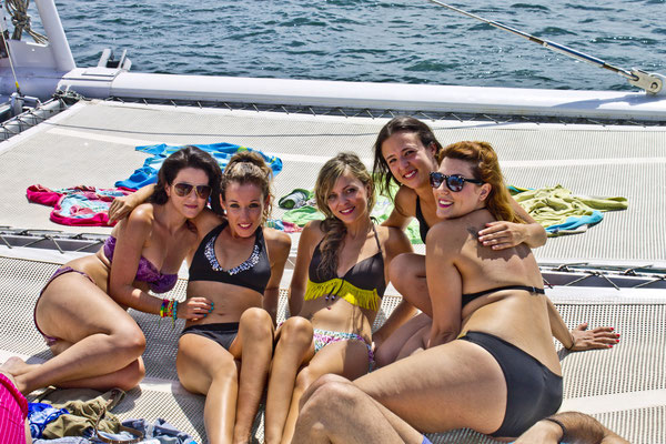 Party Segeln Katamaran Mittelmeer Bikini baden schwimmen
