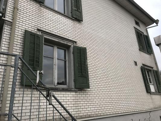 Wohnhaus Ganterschwil, Innere und Aeussere Malerarbeiten Bild vorher