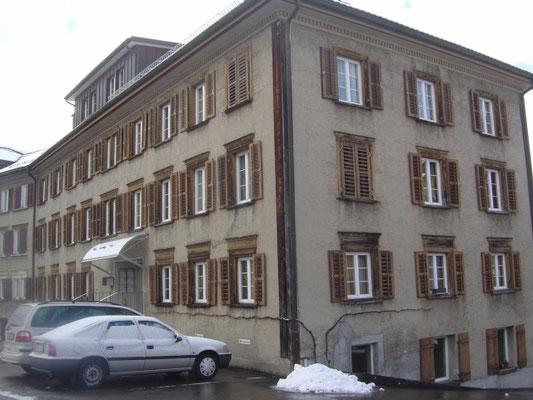 MFH Herisau, Äußere Malerarbeiten vorher und Wohnungsrenovationen
