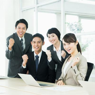 仕事のモチベーション向上・生産性向上イメージ | ガッツポーズを決める社員
