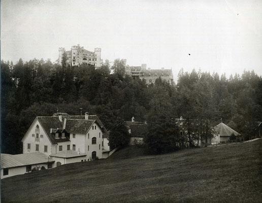 Ansicht Schloss Hohenschwangau und Gasthaus Alpenrose mit Hippodrom, Foto: Joseph Albert