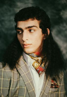 Hair & Make-up: Paula Bethge I Kunde: Schön Magazine I Fotograf: Suzana Holtgrave I Styling: Konstantinos Koumpetis I Model: Qaher Harhash
