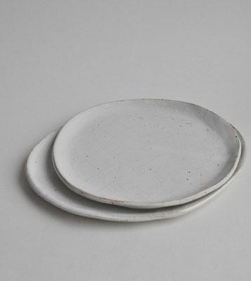 Flache Teller in 2 Größen, weiß, organische Form