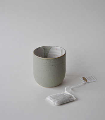 """Becher """"Salbei"""" für Kaffee oder Tee, handgefertigt, Dorothea Kraft Keramik"""