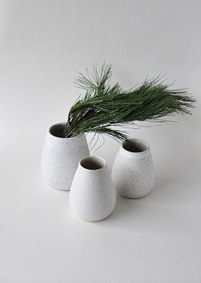 """leider ausverkauft - Vase """"Kieselweiß"""" in 3 verschiedenen Größen, handgedreht von Dorothea Kraft"""