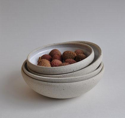 """Tiefe Teller """"Eggshell"""" von Sinikka Harms Ceramics in 4 Größen"""