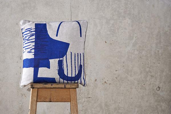 Laura Slater, Siebdruck, Kissen, graphisch, Muster, blau