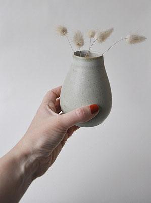 """Vase """"Salbei"""" von Dorothea Kraft, handgefertigt, matt glasiert"""