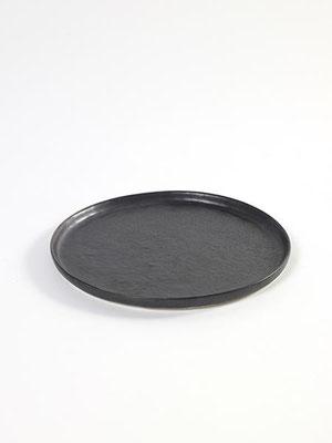 """schwarzer Teller """"Pure"""" von Pascale Naessens für Serax"""