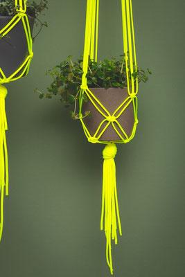 Blumenampel Neon, planthanger, Makramee von Studiohammel