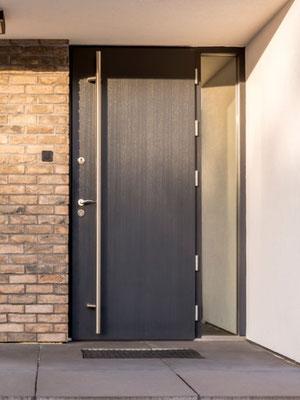 Holz Haustür mit zwei Schlössern
