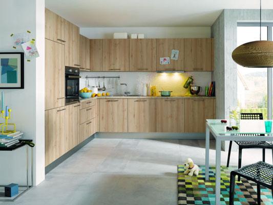 Schüller Einbauküche mit Holz-Fronten