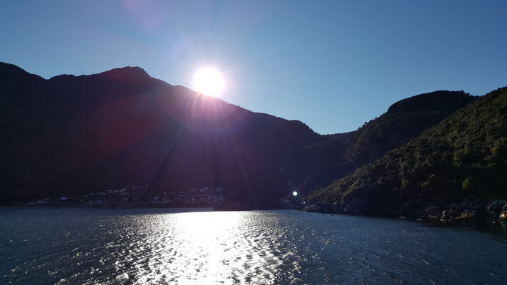 Cruce en transbordador por Estuario de Reloncaví