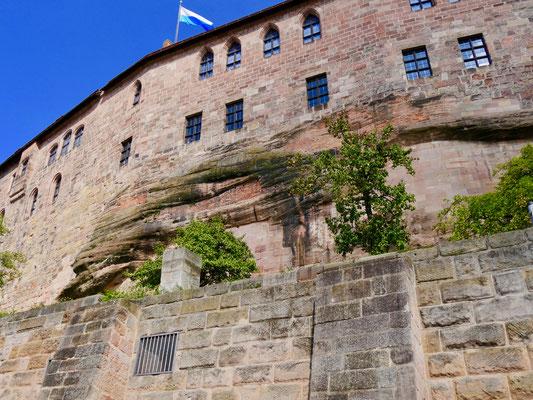 Die Kaiserburg in Nürnberg in den Sandsteinfelsen gebaut