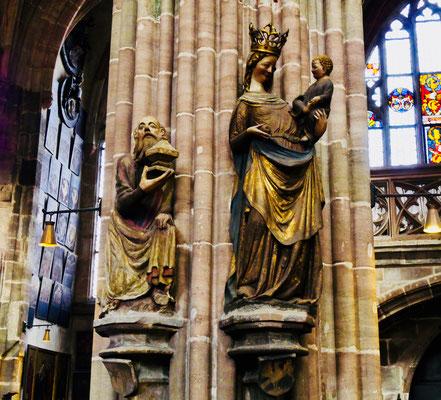 Madonna in der St. Lorenz kirche in Nürnberg Sehenswürdigkeiten Deutschland Nürnberg