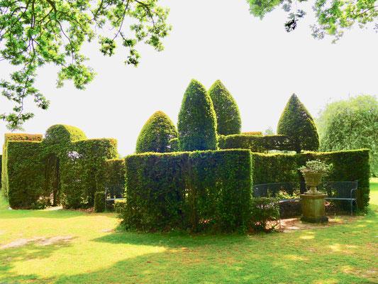 Sehenswürdigkeit englische Gärten Eibenhecken