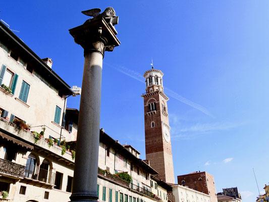 die Löwensäule an der Piazza delle Erbe in Verona