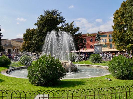 Wasserspiele auf dem Piazza Bra`in Verona