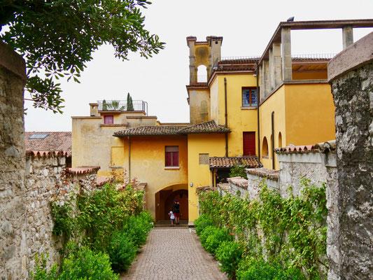 Gardasee : Giardino Vittoriale Palazzo    Italien