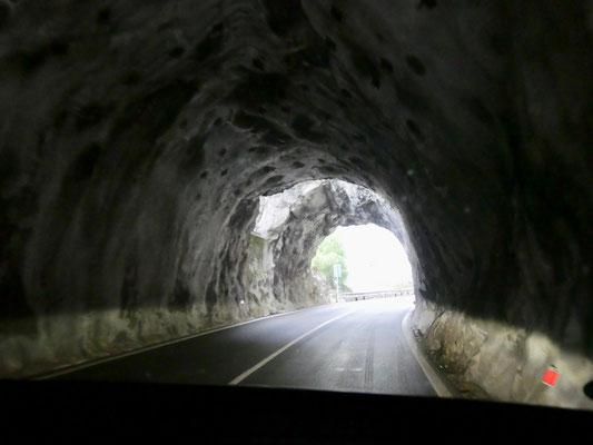 Gardesana Occidentale, 7o Tunnelbauwerke, 45 km lang, Riva Italien