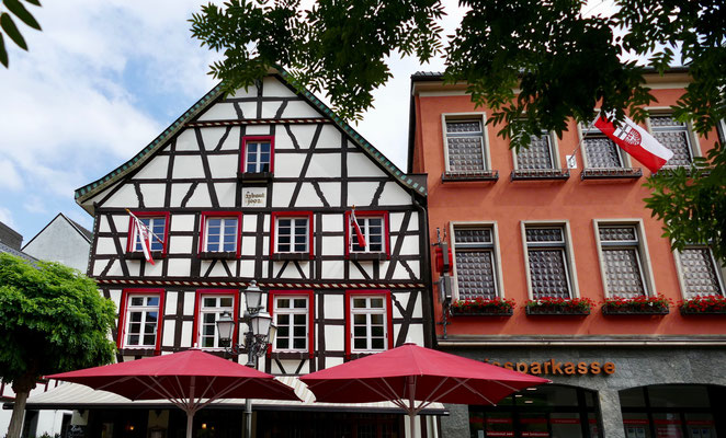 Ahrweiler Rotweinstadt  Ahrtal Sehenswürdigkeit Deutschland