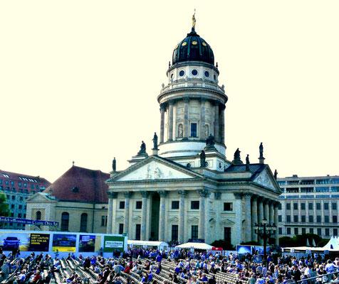 Berlin,  Gendarmenplatz der französische Dom