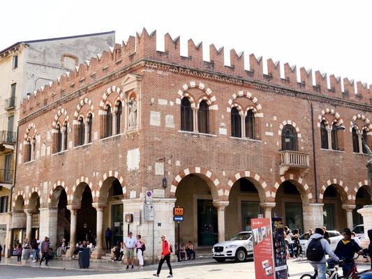 Palazzo an der Piazza delle Erbe in Verona