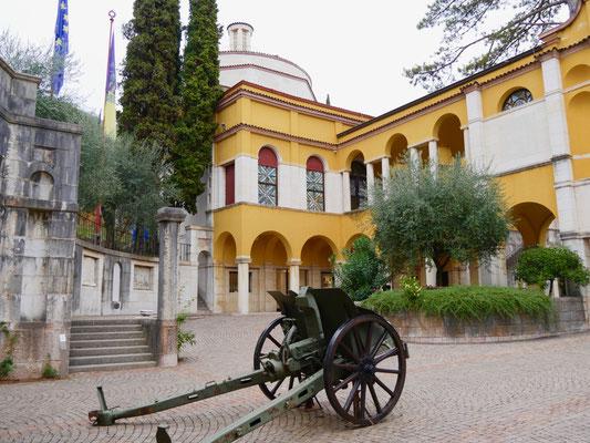 Gardasee: Giardino Vittoriale, Palazzo    Italien