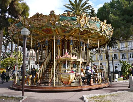 Nizza Karussell an der Promenade des Anglais Frankreich Cote DÀzur