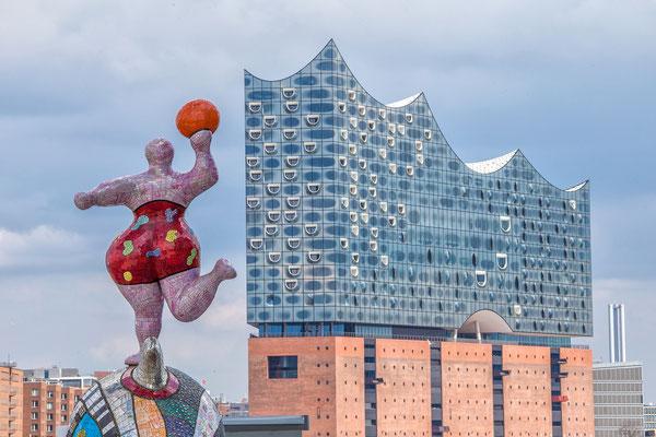 Nana von Niki de Saint Phalle, Elbphilharmonie