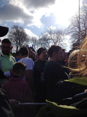 in der Masse der Läufer im Startblock L