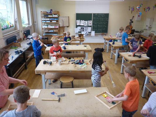 Coole Instrumente werden im Werkraum erfunden.