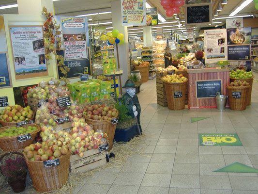 Verkauf unserer Äpfel im regionalen Supermarkt