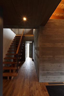 光が落ちてくる階段室