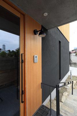 玄関袖壁 玄関機能を集約