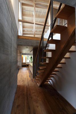木造の軽やかな階段